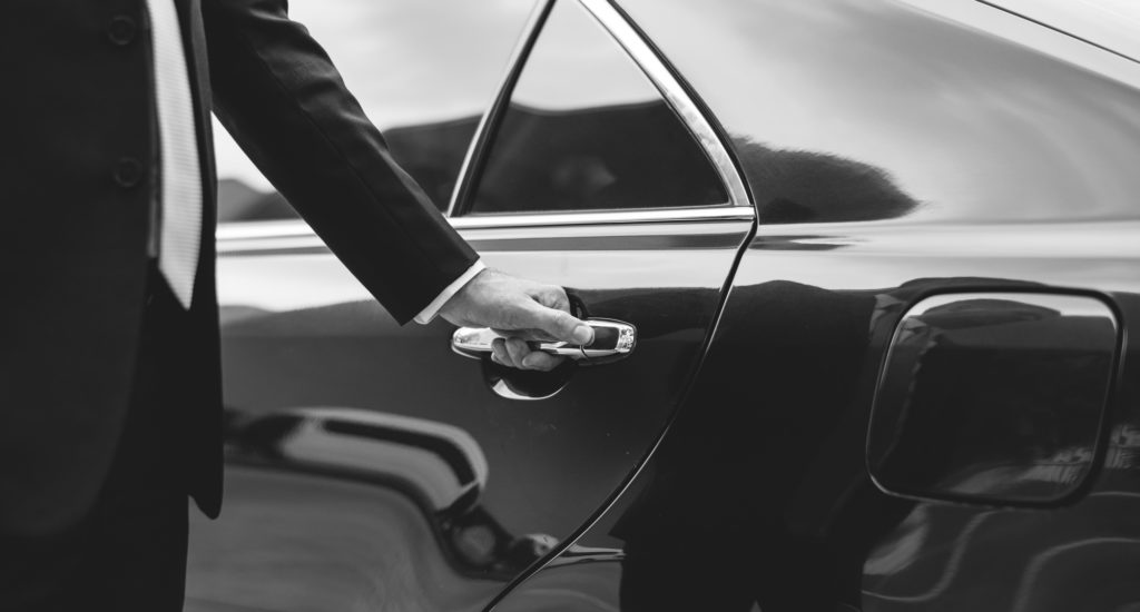 Ride in Style: The Top 5 Benefits of Hiring a Limo Service for Airport Transportation