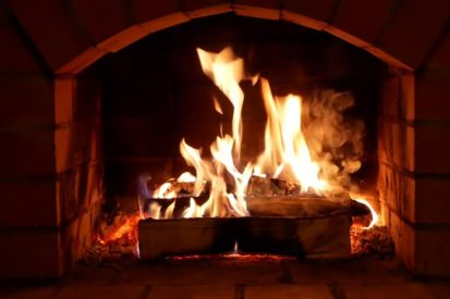 Gas vs. Wood Fireplace: Which is Right for You?