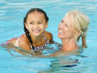 An In-depth Guide to Swimming Lessons for Kids and the FAQs